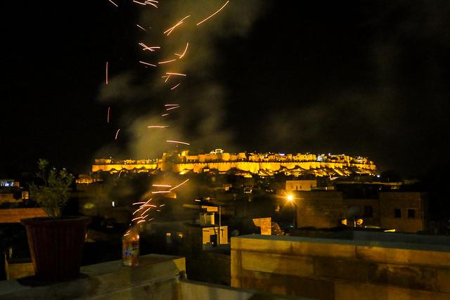 Celebratory firework for my birthday at Hotel Pleasant Haveli, Jaisalmer, India ジャイサルメール、ホテル・プレザント・ハヴェリで誕生日祝いの花火