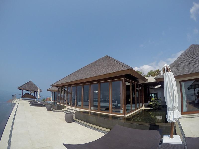 28235069481 4bf79fff5a c - REVIEW - The Edge, Uluwatu (Bali)