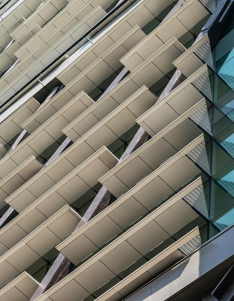 Сложный фасад здания. Дизайн LBR + A