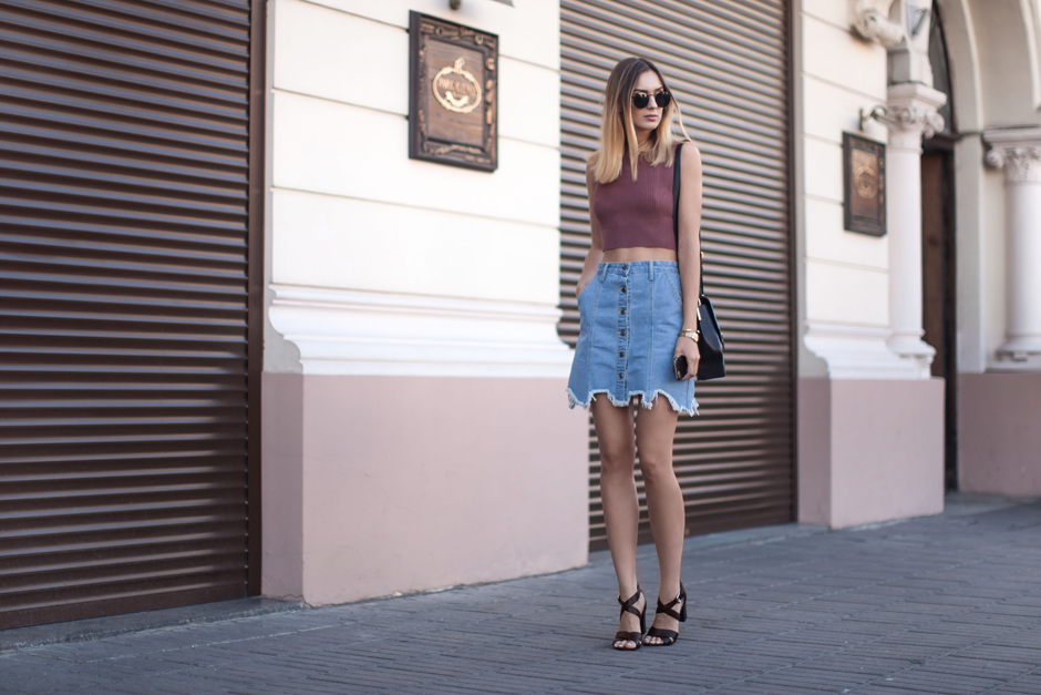 outfit-denim-skirt-crop-top-blogger-look
