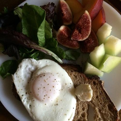 真面目な朝食はこれが限界