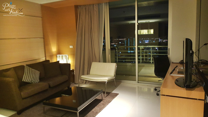 anantara sathorn bangkok suite living room