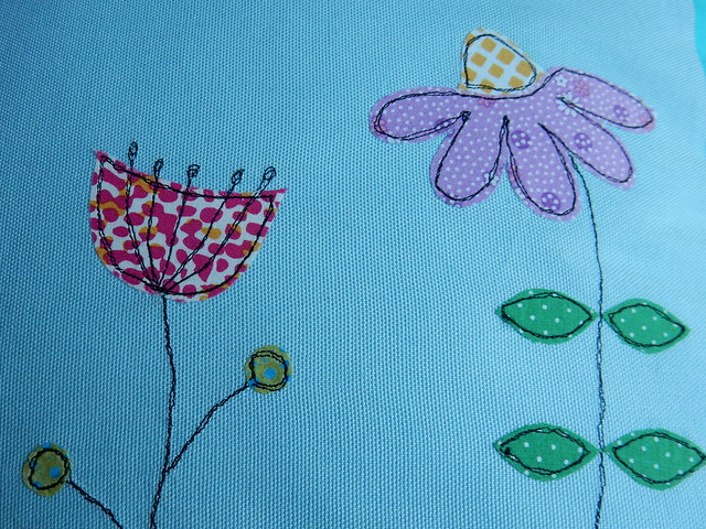 Bee cushion (7)