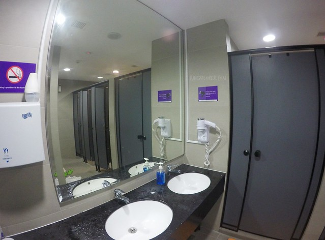 five stones hostel male toilet and shower