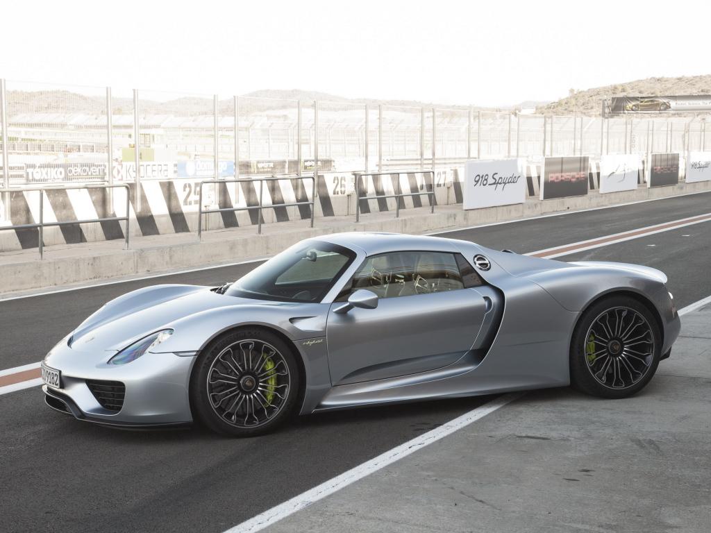 Супергибрид Porsche 918 Spyder. 2012 год