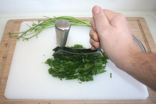 31 - Petersilie zerkleinern / Mince parsley