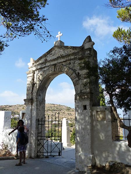 cimetière lefkes entrée