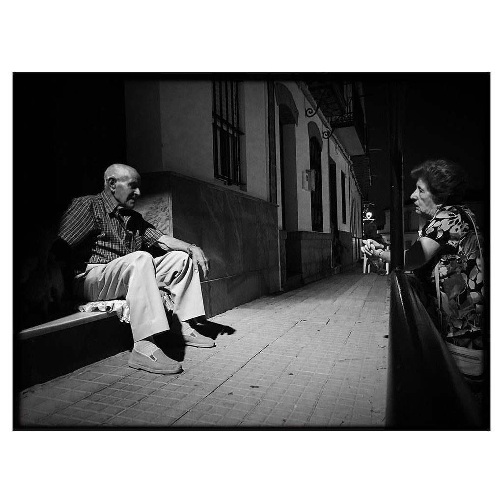 Night conversation . #ShotOnIPhone6S #Hipstamatic300 (#Jane #BlacKeySuperGrain)