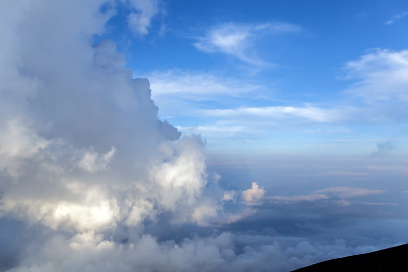 Sea of ​​clouds from Mount Fuji