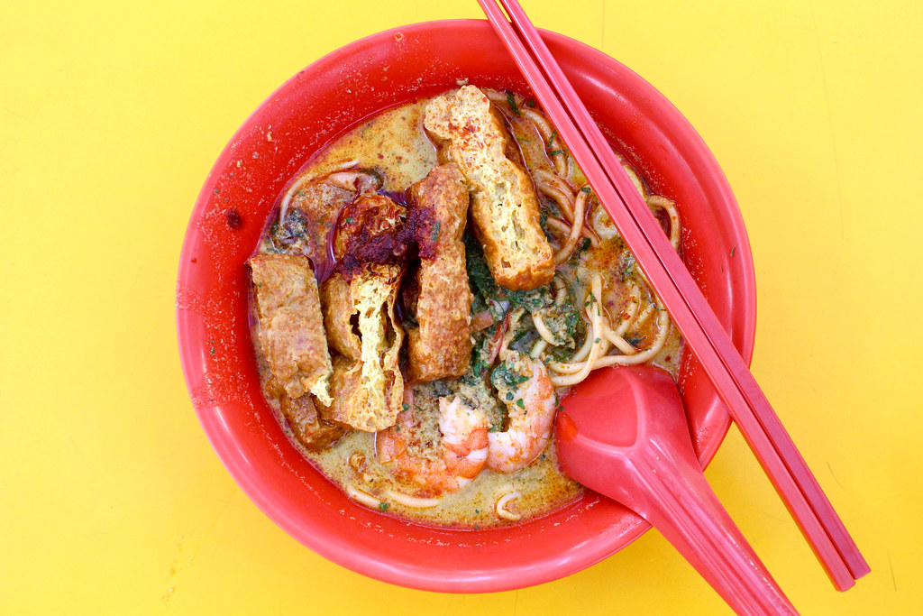 weiyi_laksa_top_with_spoon