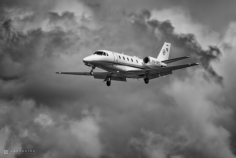 Cessna 560XL Citation Excel – Prince Aviation – YU-SPC – Brussels Airport (BRU EBBR) – 2016 07 18 – Landing RWY 25R – 01 – Copyright © 2016 Ivan Coninx