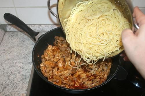 23 - Spaghetti zum Gyros geben / Add spaghetti to gyros