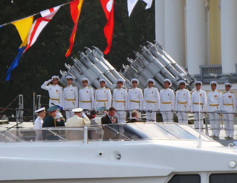 Путин принимает парад