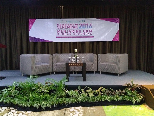 Panggung Talkshow Serempak Surabaya