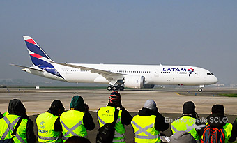 SCL Spotters LATAM B787-9 (RD)
