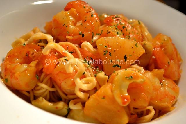 Crevettes au Curry Jaune & Ananas avec Nouilles © Ana Luthi Tous droits réservés 020