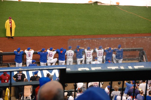 Current Mets watching the ceremony