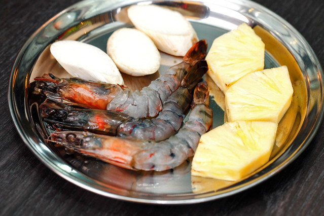 Shinmapo Seafood & Pineapple